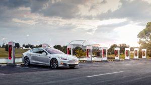 Tesla Model S en Supercharger